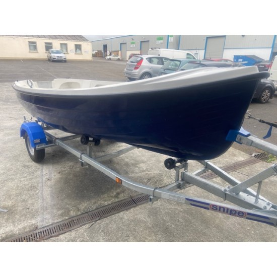 OSM 404 Shillela Fibreglass boat pre owned with Oars & Rowlocks and Snipe road trailer *SOLD
