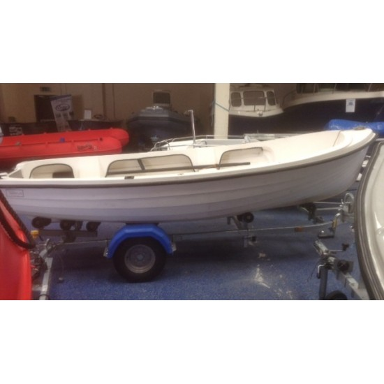 OSM 404 Shillela Fibreglass boat pre owned with 8' Oars